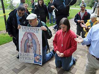 Notredame_protests_051609